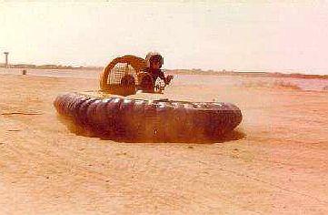 Grégory, 7 ans à l'époque, pilote une machine de 40CV